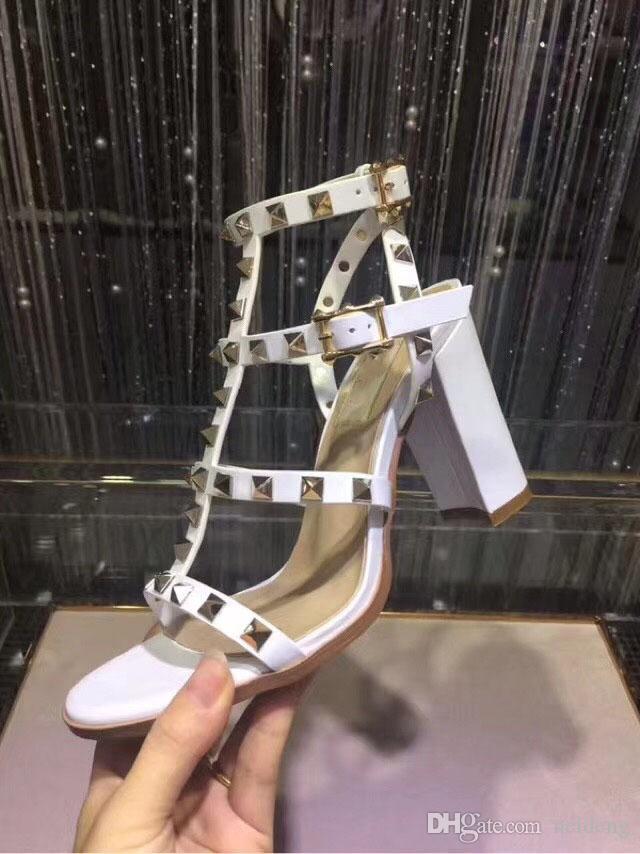 Hot Sale-neue europäische Frauen Nieten Sandalen mit 9,5 cm hohen befestigter Art und Sandalen 6 Farbe Größen 35-41 mit voller Verpackung