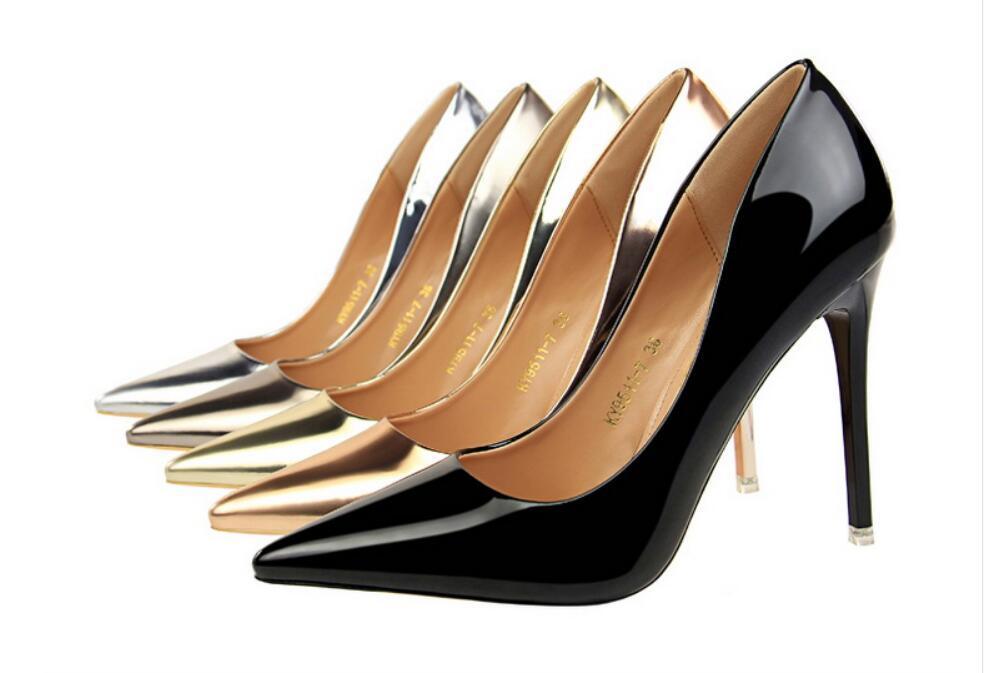 Moda lüks tasarımcı bayan ayakkabı taban yüksek topuklu 7 cm kırmızı 10 cm Nü siyah beyaz deri seksi Sivri Ayak parmakları bayanlar Elbise ayakkabı pompaları