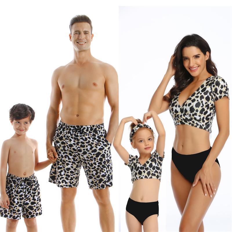NOVO Família Matching Suit Outfit Swimwear Mulheres Swimsuit pai da filha da mãe Kid Filho menina banha Swim Bikini Verão Vestido Praia