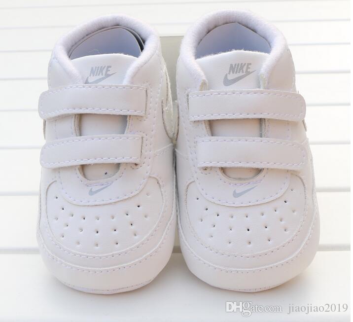 أحذية الأطفال حديثي الولادة طفلة بوي لينة وحيد طفل المضادة للانزلاق حذاء رياضة حذاء عرضي الرضع أحذية Prewalker الكلاسيكية الأولى ووكر
