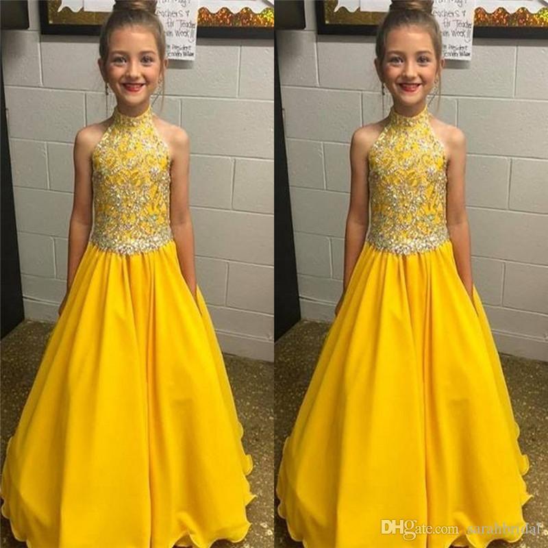 Noble amarillo halter palabra de longitud vestidos del desfile de las muchachas con apliques vestidos de noiva vestidos formales por encargo