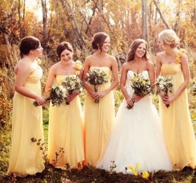 Simple Yellow vestiti da damigella Bohemian primavera-estate Campagna Giardino pubblico Festa di nozze Madre abiti Plus Size Custom Made