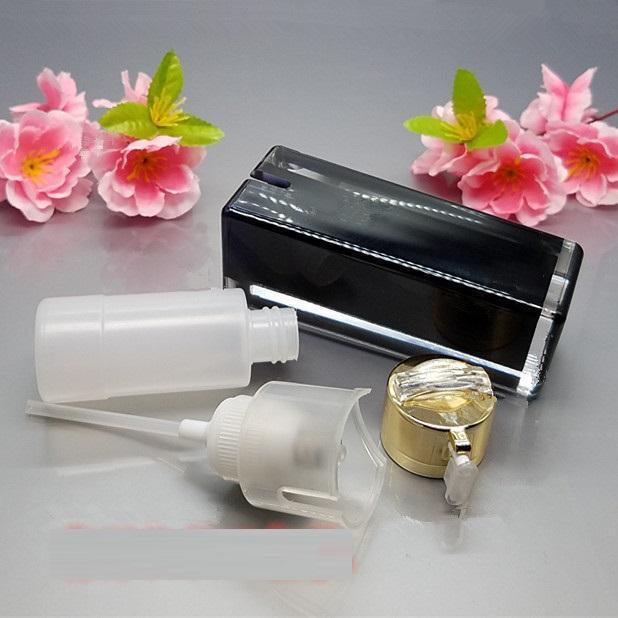 La crema de acrílico negra cuadrada de la loción embotella el tarro de lujo de la crema del cuidado de piel, envase de acrílico de la bomba de la loción