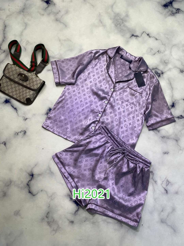 하이 엔드 여성 여자 캐주얼 잠옷 온통 모노그램 편지 쓰기 인쇄 한 가슴 셔츠와 같은 반바지 2020 패션 고급스러운 디자인 설정에 맞게