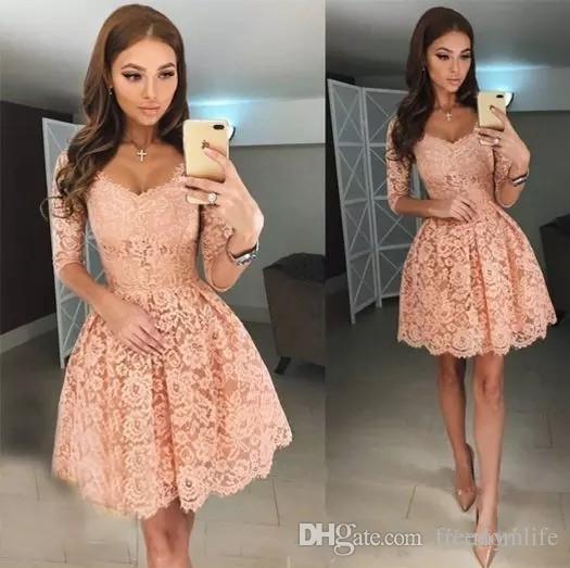 Compre Elegante Encaje De Coral Vestidos De Cóctel Medias Mangas Ilusión Escote Redondo Una Línea Vestido De Fiesta Corto Vestido De Fiesta Plisado