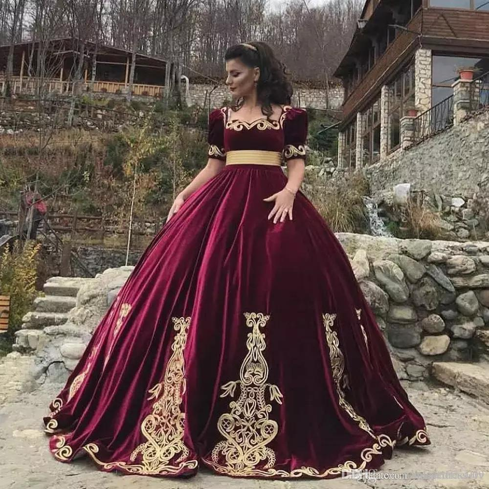 Arabic Arabic Scoop Neck Ball Gown Quinceanera Dresses Velvet Short Sleeves Applique Sweep Train Princess Floor Length Evening Prom Dresses