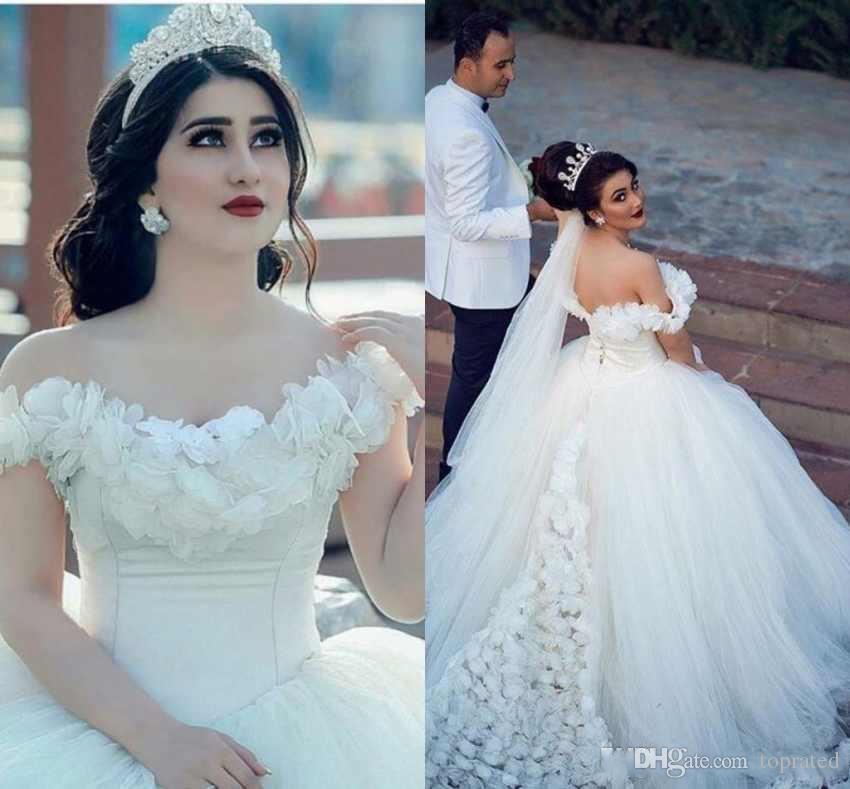 2019 Luxe Vintage Robes De Mariée Robes De Mariée Dubai Arabe Hors De L'épaule Fait À La Main Fleurs Modest Robes De Mariée Sur Mesure