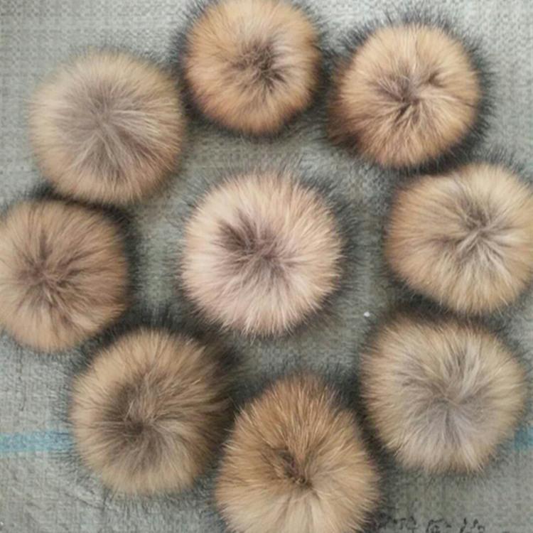 Taille 12-13 CM gros bricolage à la main réel naturel fourrure Pompon Hat pour femmes Beanies Cap Fur Pom Pom Glands Femme d'hiver