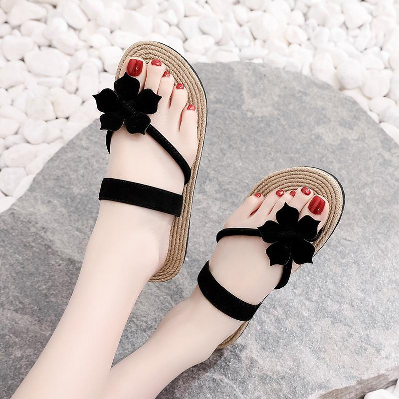 2020 Les femmes de paille tissage Flats Chaussons femmes fleur flip flops de l'extérieur Femme plat talon vague coréenne plage Chaussures Toe serrage