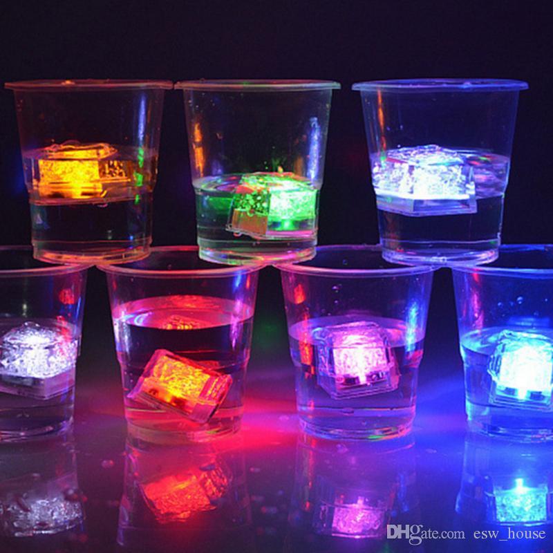 Flash LED Luz Cubos De Gelo De Água-Ativado Flash Led Luminosa LED Incandescência Indução Decoração Do Festival De Aniversário De Casamento