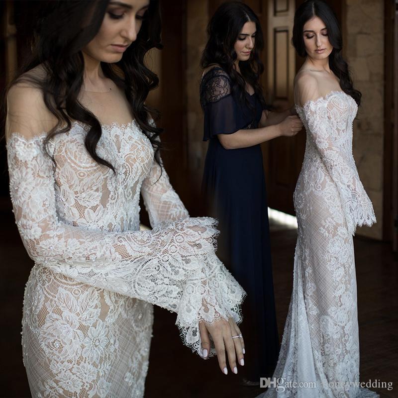 Une robe de mariée romantique de mauvaise humeur a présenté la dentelle féerique encolure pure déclaration de robe de mariée manches évasées robe de mariée