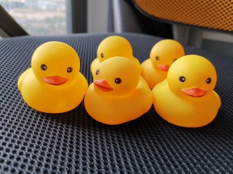 2020 Nouvelle gros bébé Bain d'eau Jouet Jaune Canard Jouets Sons en caoutchouc jaune Canards enfants Bathe Swiming plage cadeaux taille moyenne des options