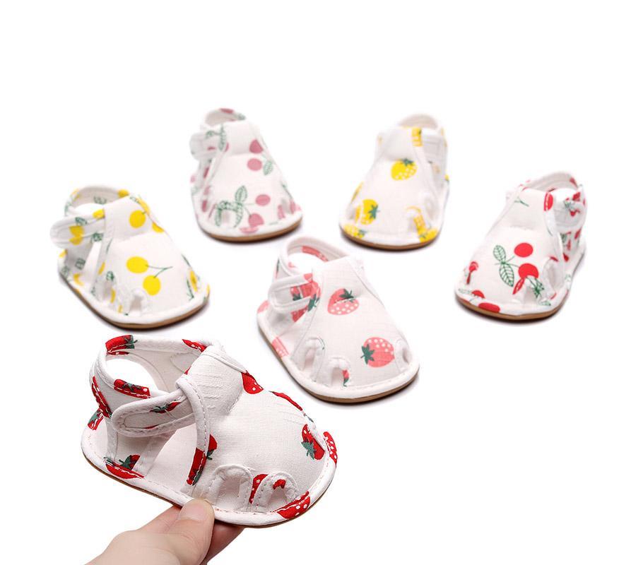 2020 Summer Nouveau Nouveau-né coton Sandales bébé Fretwork Fruits imprimé semelle souple antidérapants Première Walkers Princesse Chaussures 0-24M M1783