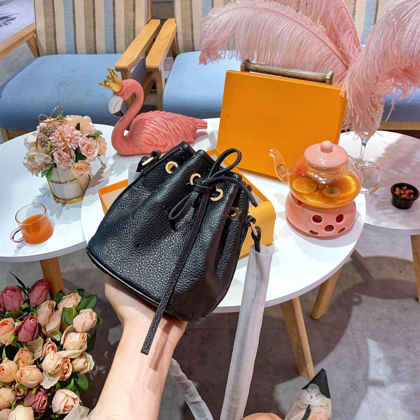 Designer Lady Moda Bolsas Bolsas de Ombro Diagonal Saco de alta qualidade de couro Bucket Bag Mini G Flor Carteira frete grátis