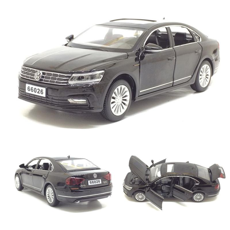 High simulation 1:32 alloy pull back car Passat deicast metal model 6 open the door toy vehicles musical flashing for kids toys CJ191212