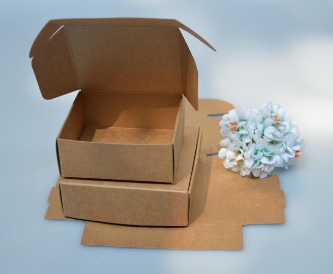 100pc / preto / caixa de bolo branco Kraft Paper Gift Box Doce Baby Shower Detalhes no casamento favorece Presentes para Supplies convidados da festa