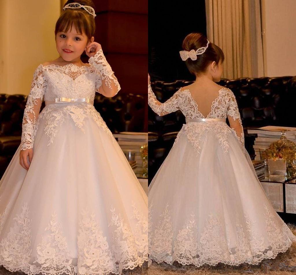 2020 Vintage Princesse Flower Girls robes de mariages dentelle à manches longues à encolure bateau Fille vintage Pageant Robes Robe communion