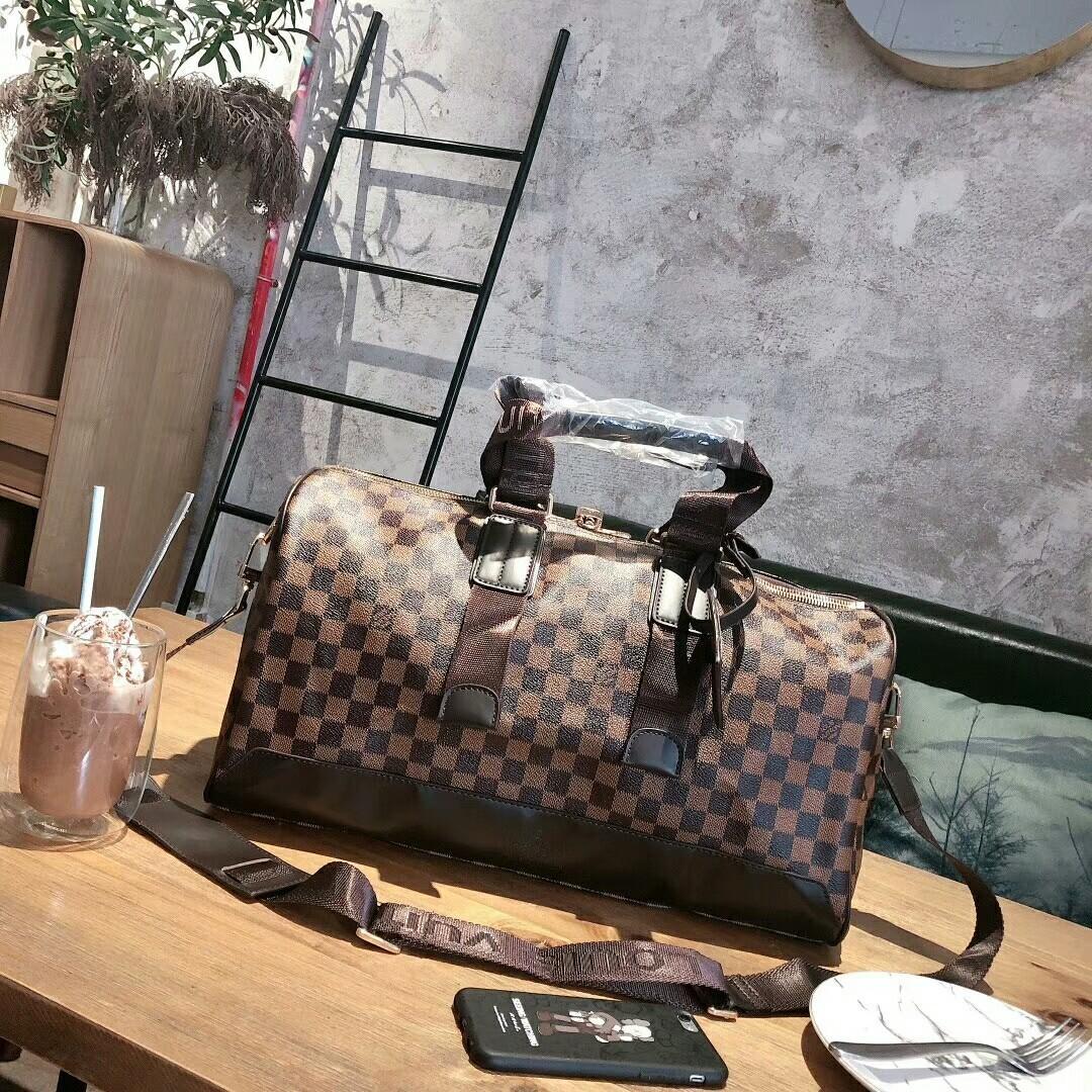 2020 de lujo del diseñador del diseñador del Mens Mochila con cuerdas de gran capacidad del bolso del diseñador de moda al aire libre con la correa del bolso que viaja B104904W