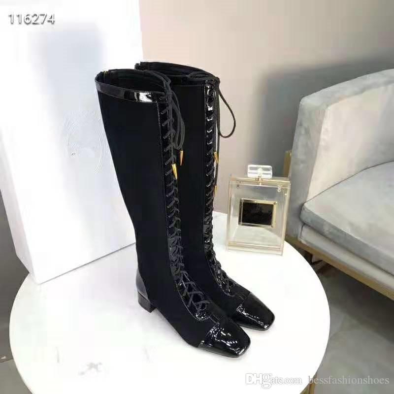 Frauen Veloursleder schnüren sich oben Art und Weise über kniehohe Stiefel 19SS Design niedrige verfolgte Lauf Kleid Katze hohe Stiefel schwarze Damen Hochzeit Partei Stiefel gehen