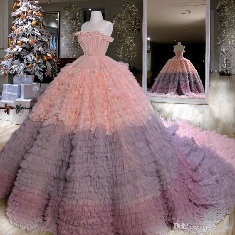 Градиент бального платья Quinceanera платье без бретелек Ruffles Многоуровневой юбки платье плюс размер Тюль Сладкого 16 Платье