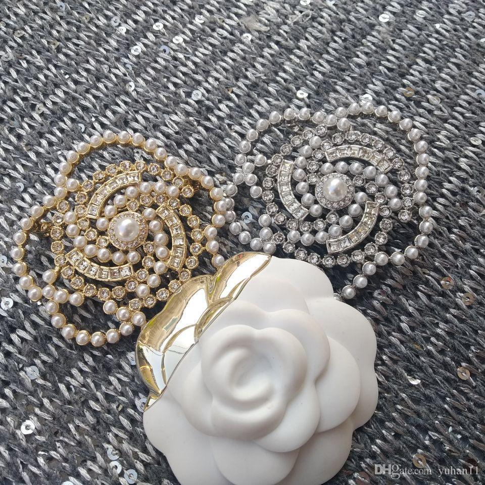 accesorios de moda símbolo de la moda marca C breastpin Rhinestone de la perla de decorar NUEVO camelia broche de moda