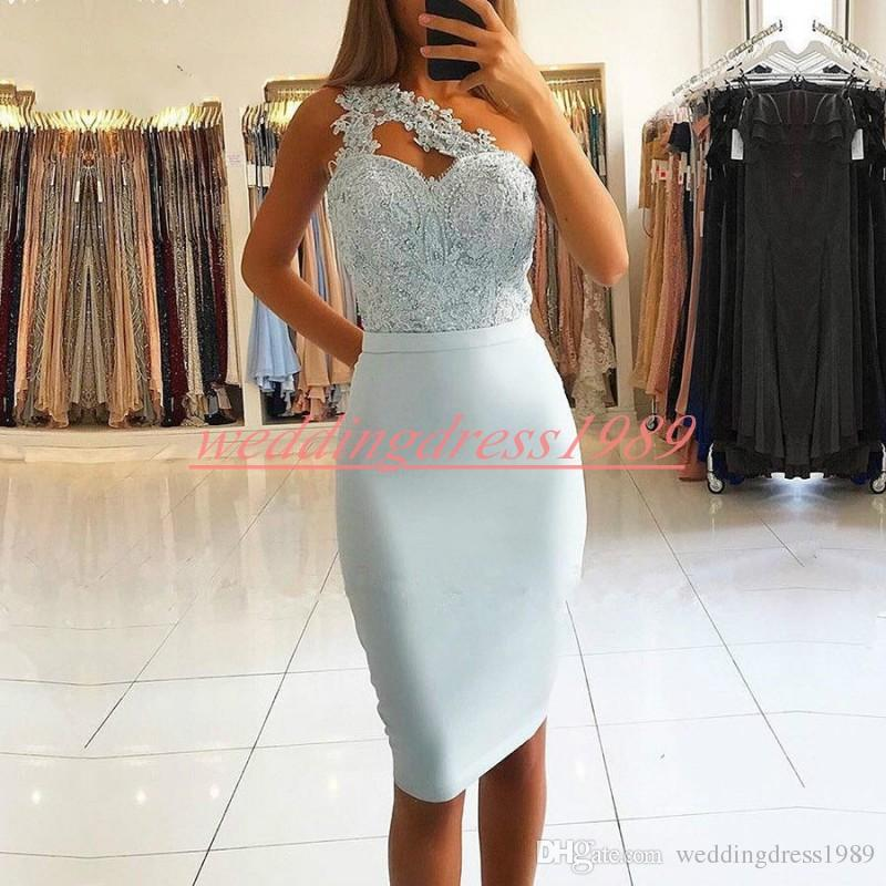 Trendy Lace Sheath Homecoming Dresses One Shoulder Beads Arabic Juniors Occasion Dress Knee Length Short Prom Dress Cocktail Party Club Wear