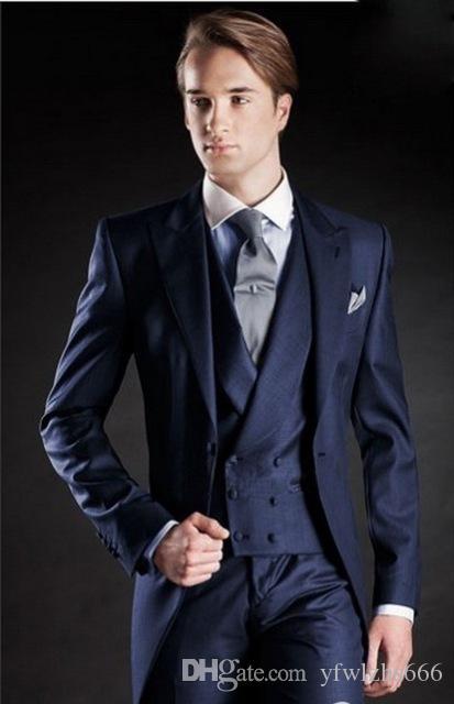 Темно-синие свадебные смокинги Slim Fit Костюмы для мужчин Groomsmen Костюм из трех частей Дешевые Формальные выпускные костюмы (куртка + брюки + жилет + галстук) 114