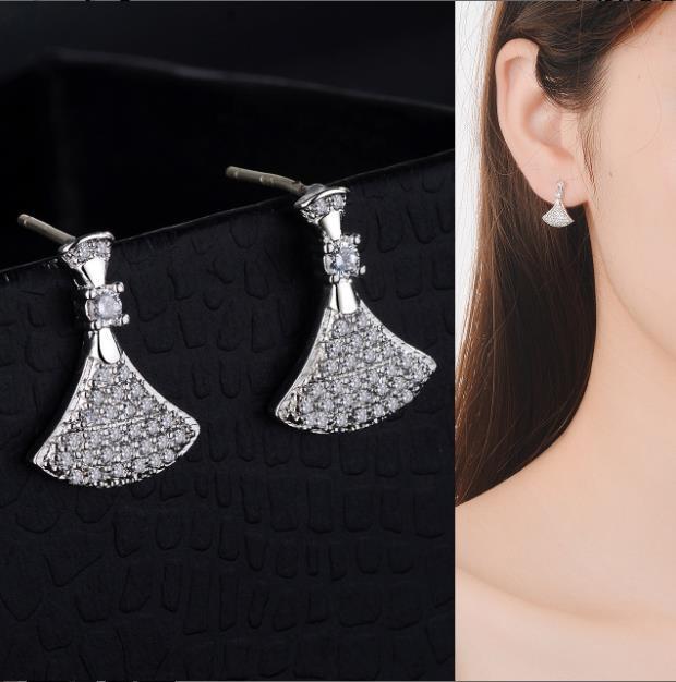 S925 Pendientes de agujas de plata pura creativa pequeña falda estilo de Corea pendientes pendientes de las mujeres