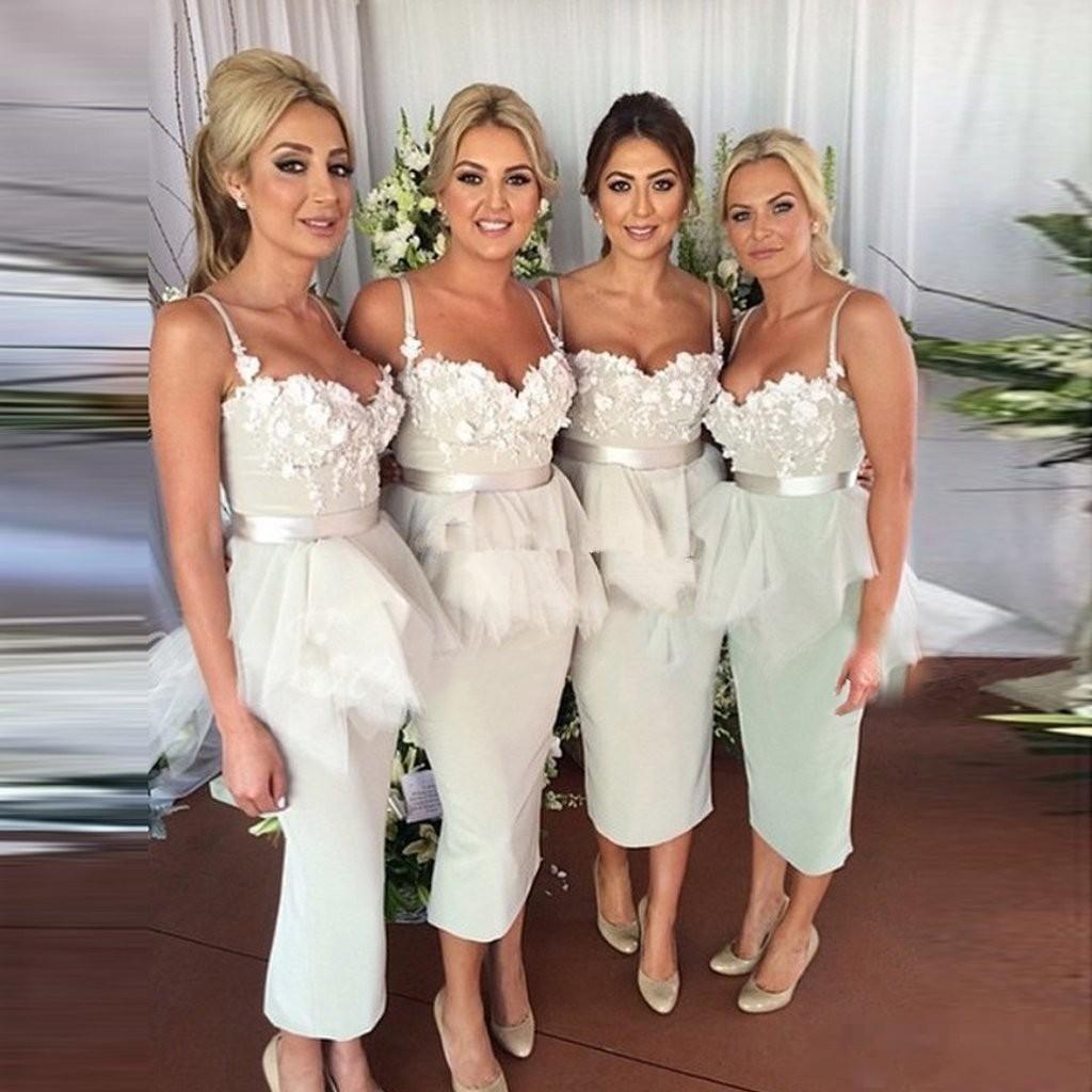2020 Modest Comprimento Tea Fada Bainha Vestidos dama de honra Spaghetti Flores Ruffles Garden País Convidado de Casamento vestidos de madrinha de casamento vestido