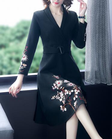 V-cuello bordado nuevo otoño y el invierno de las mujeres muestran cintura vestido de una línea fina y noble