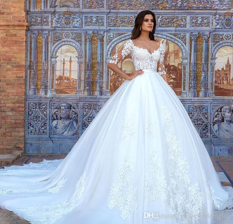 2020 Vintage Lace Appliqued Ball Gown Wedding Dresses Elegant 3/4 Long Sleeves Satin Plus Size Bridal Gown With Sweep Train