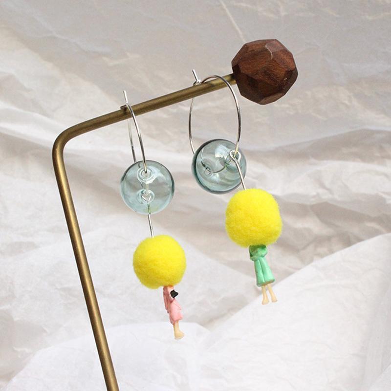 أقراط عشوائية لطيف الأصفر بوم بوم الشكل أقراط سحر اللون الفضي الصغيرة الأطواق مع الراتنج فقاعة الكرة الأزياء الكورية مجوهرات
