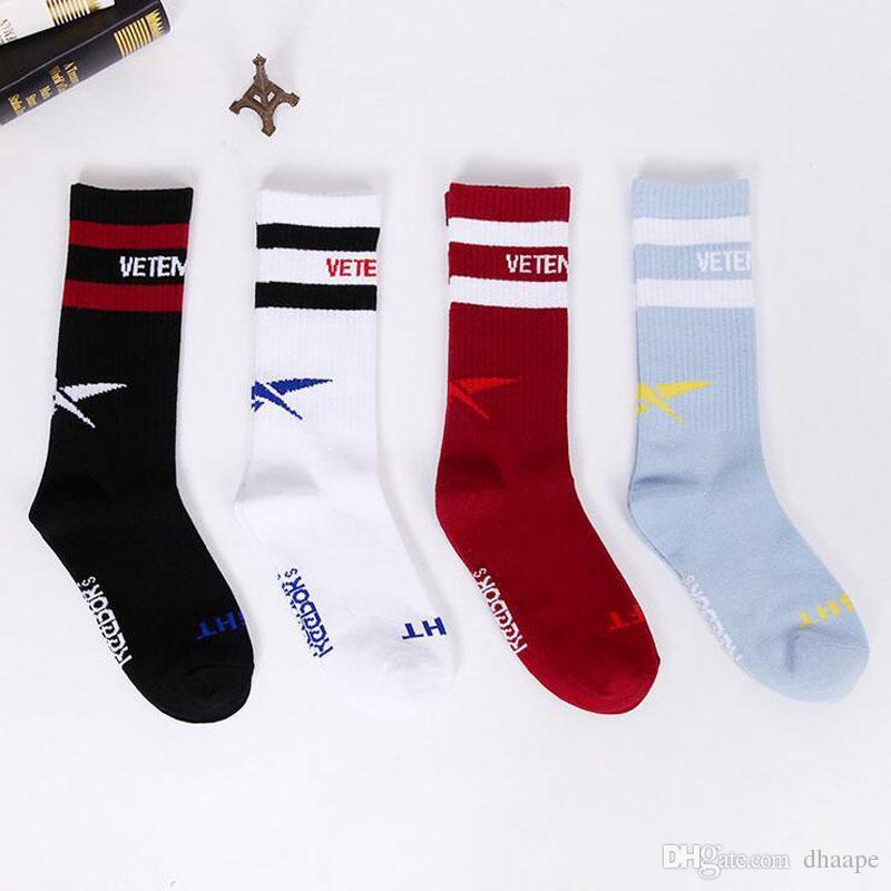 Venda por grosso de novos Vetements meias amarelas para homens a abrir Meias desportivas Para Homens Da moda Letra impressa nas meias de algodão tubo