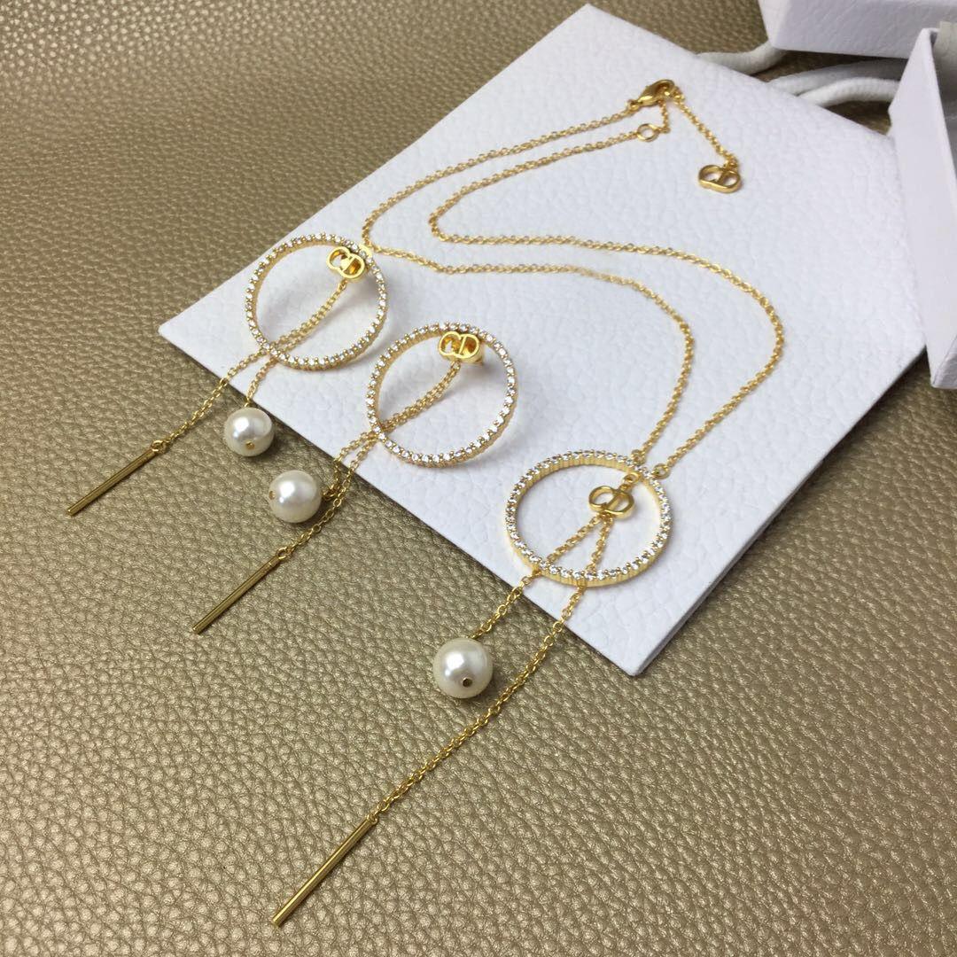 D's neue CD Buchstaben Ohrstecker weiblicher Perle Diamant Kreis mit Quaste Anhängern Halskette Stern Temperaments der Fabrik Ohrringen in direkten s