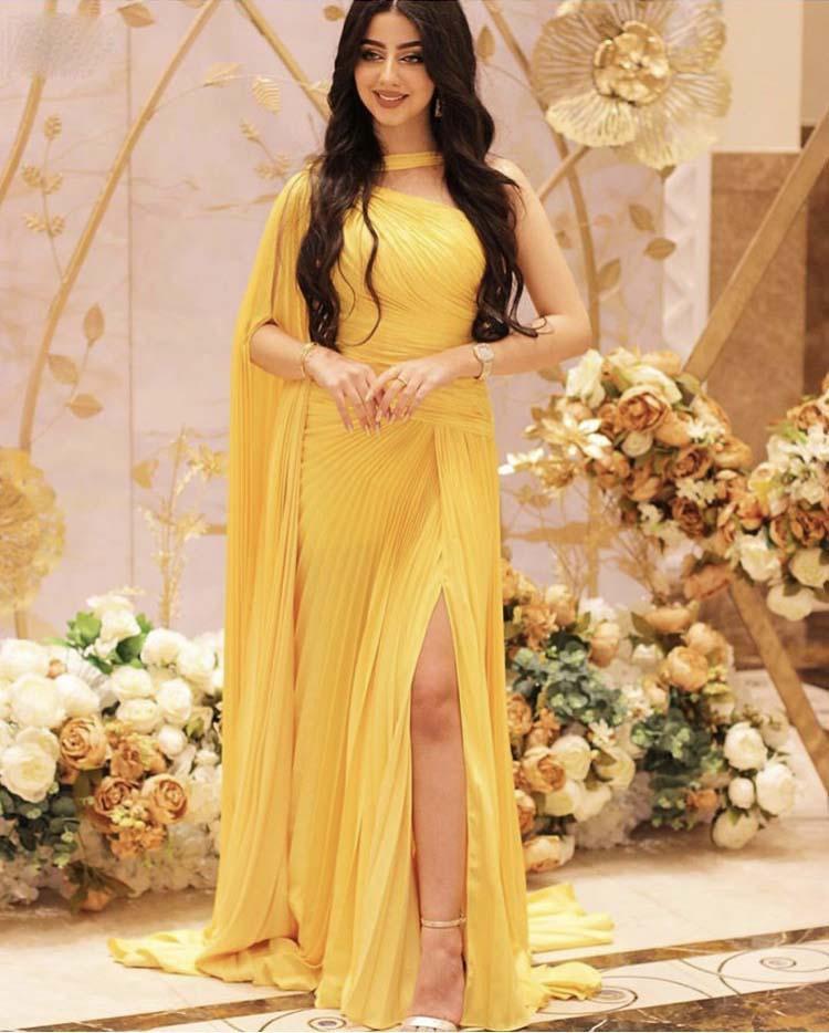 2020 Mode une épaule jaune plissée en mousseline de soie haute Slit Cuisse Prom jaune Robe longue SOIRÉE Robes
