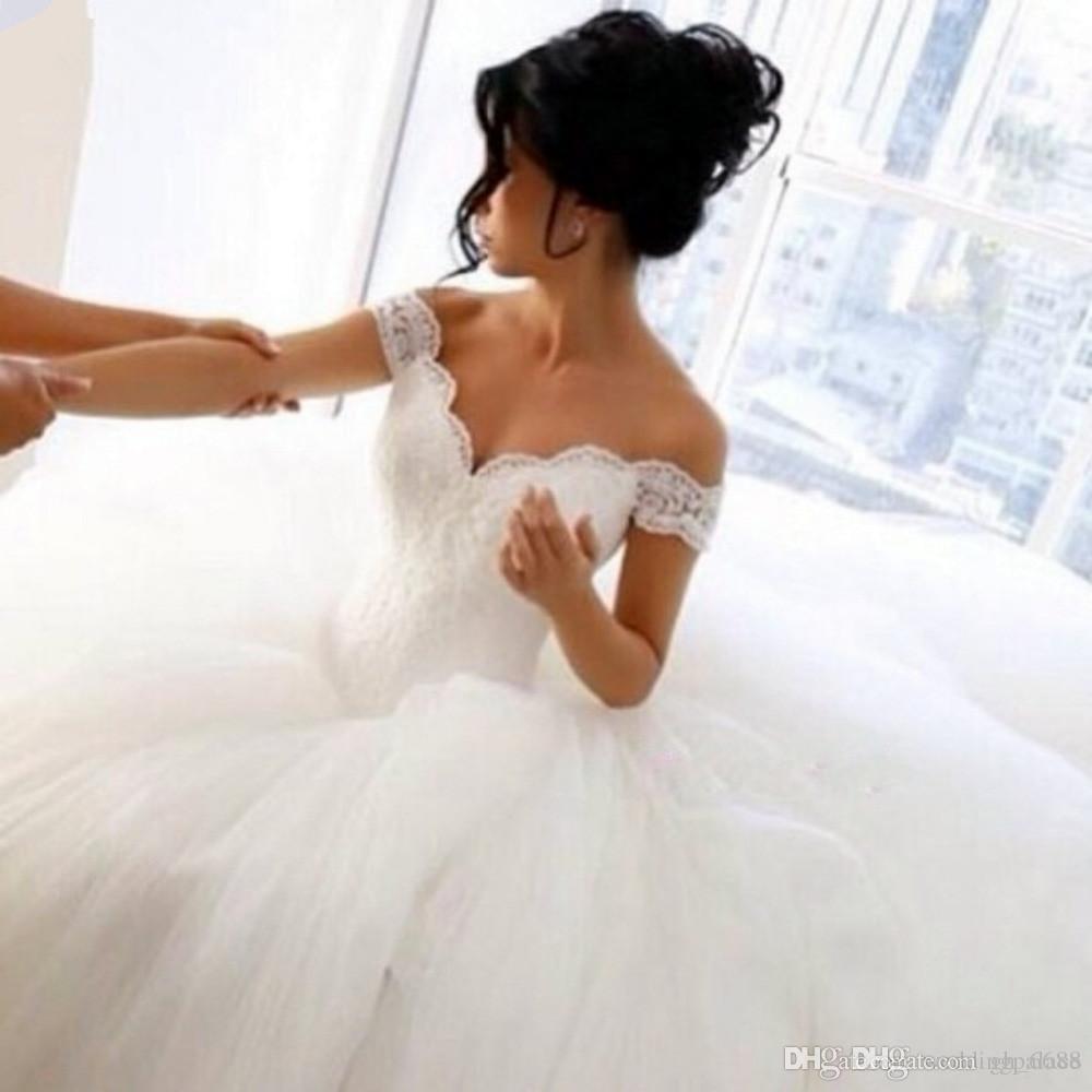 Abiti da sposa in tulle con scollo a V e abiti da sposa in tulle con scollo a V a terra