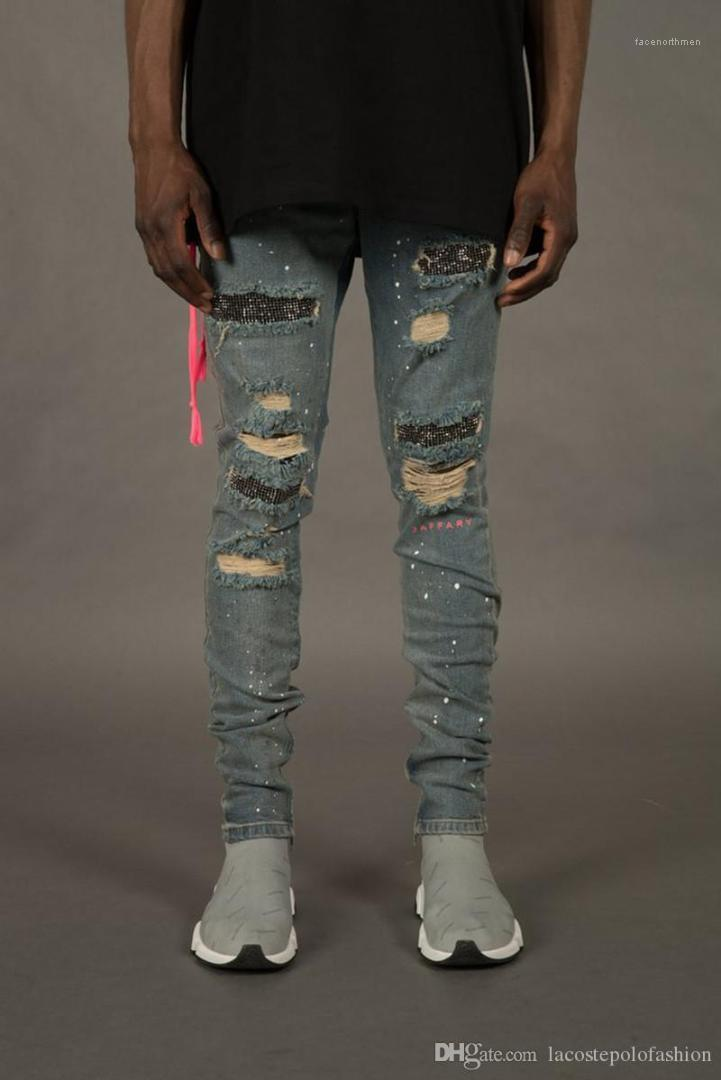 Fashion Holes And Rhinestone Ornament Pencil Pants Homme Zipper Fly Light Washed Trousers Mens Designer Jeans
