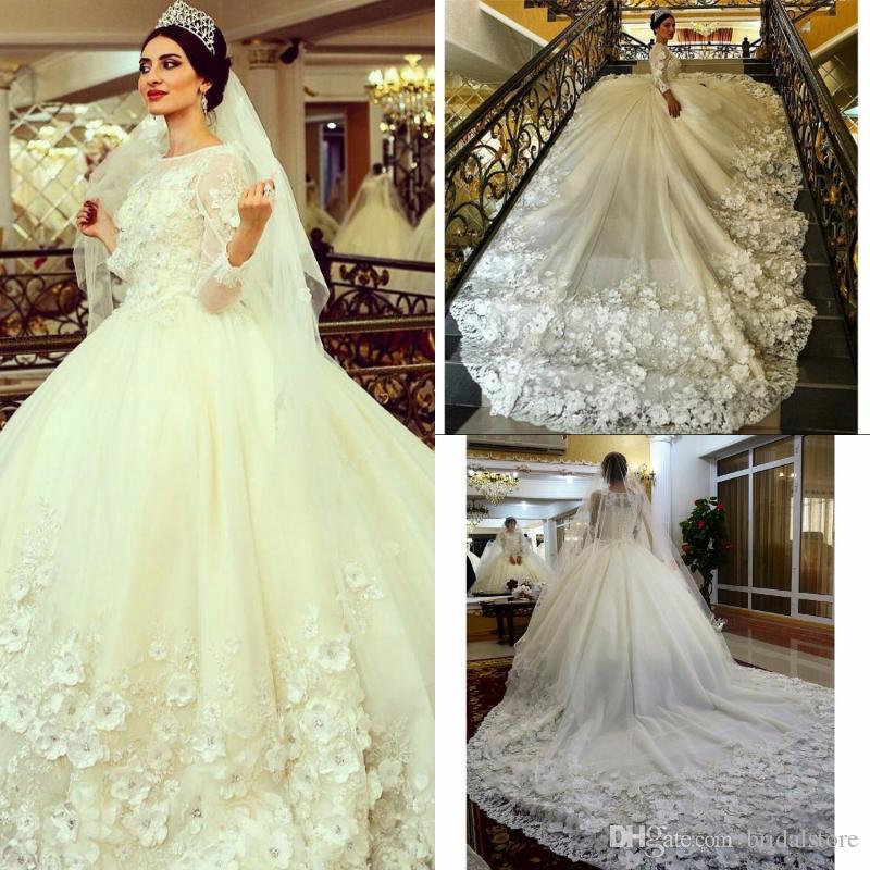 Robes de mariage de robe de bal de conte de fées avec le train de Bling Jewel Neck main fleur de cristal perles Appliques dentelle robes de mariée princesse arabia