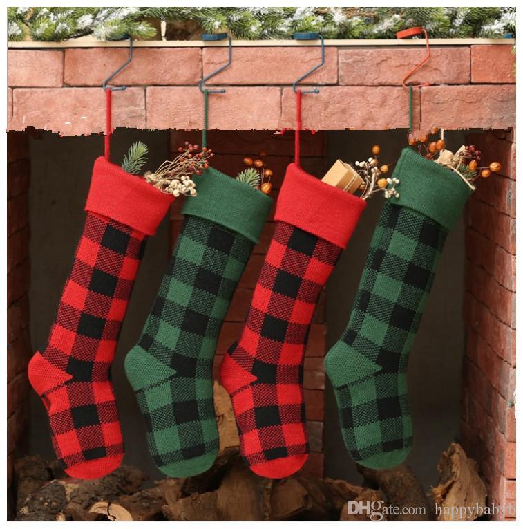 Calcetines de la Navidad del partido de la tela escocesa ornamento de decoración colgante de rejilla Medias Calcetines regalo Candy Bag Año Nuevo Prop de Navidad Calcetines