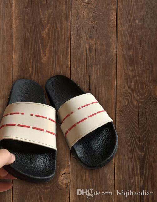 Neue Männer und Frauen Mode und Freizeit Designer Sandalen, Druckeffekt und goldenen Nieten Designer Flip-Flops