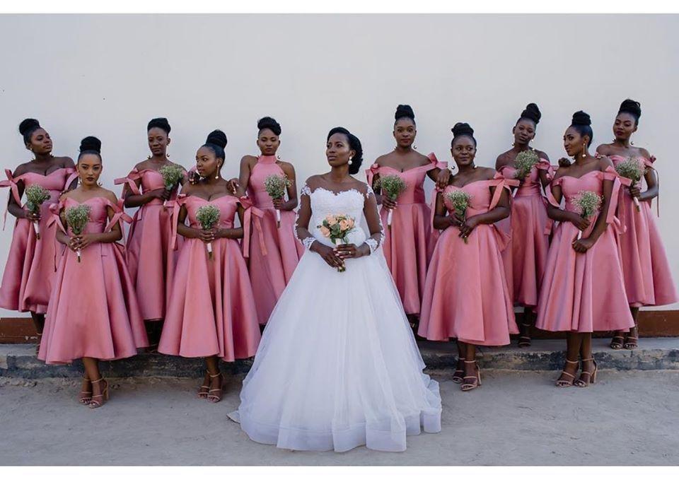 2020 Water Melon Tee Länge Ballkleid Brautjungfernkleider hohen Hals kurz Garden Country Mädchen der Ehre Kleider