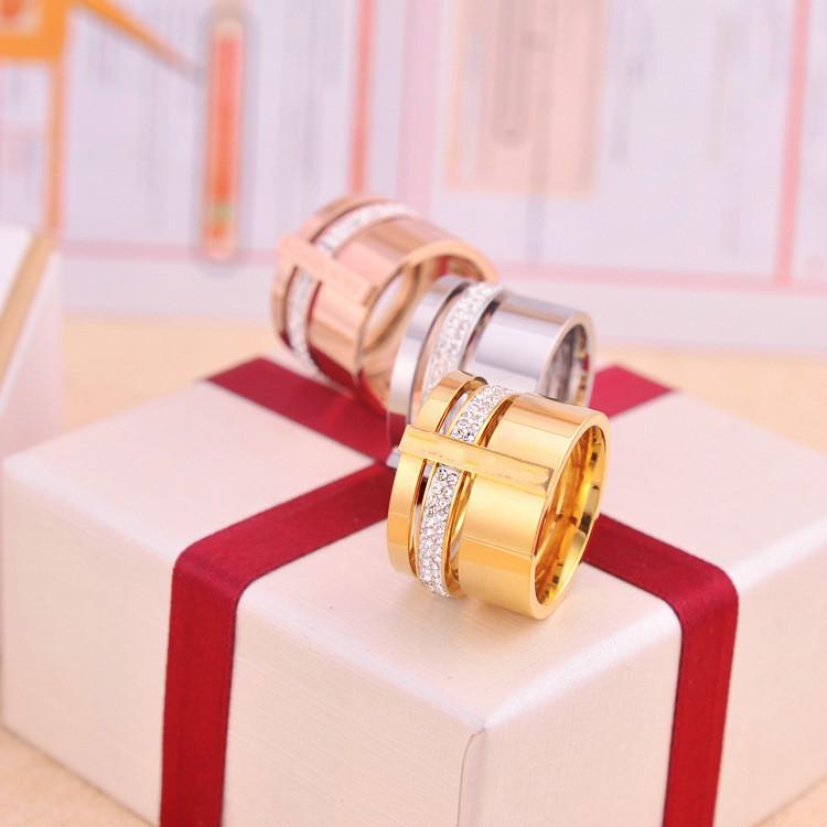 Fashion or rose 18 carats tricycliques percer anneau M amoureux de la bague lettre K bague en acier de titane bijoux