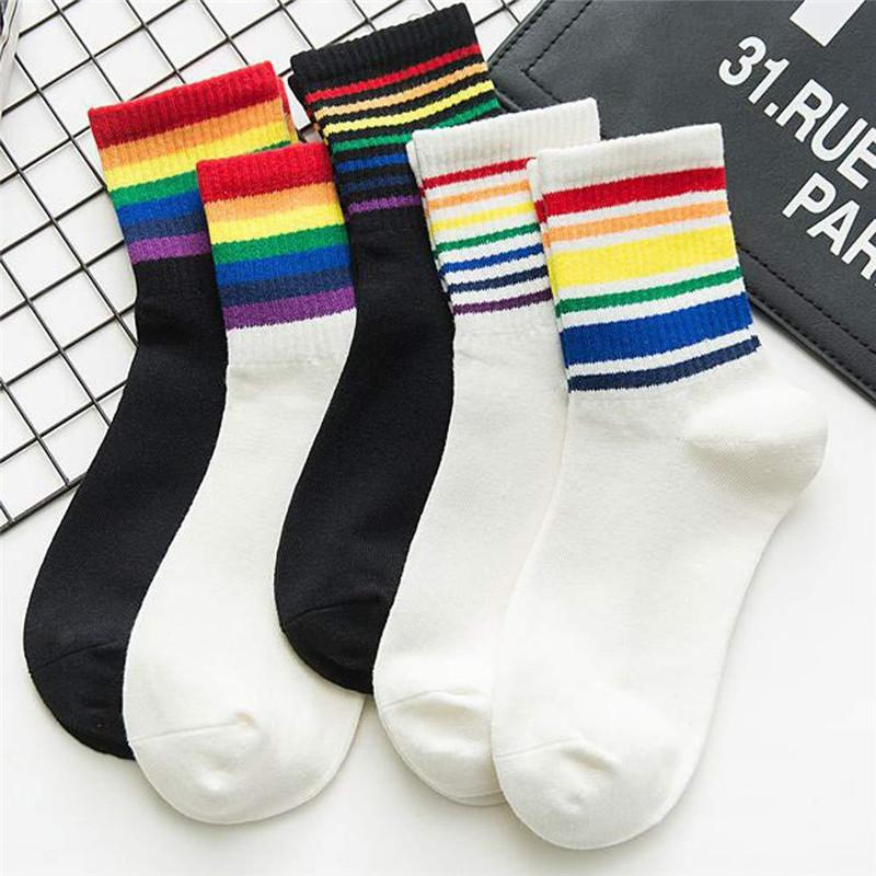 Womens Diseñador Media Pantorrilla Longitud Calcetines colores del arco iris de muy buen gusto del adolescente calcetines deportivos calcetines de las mujeres Chaussettes