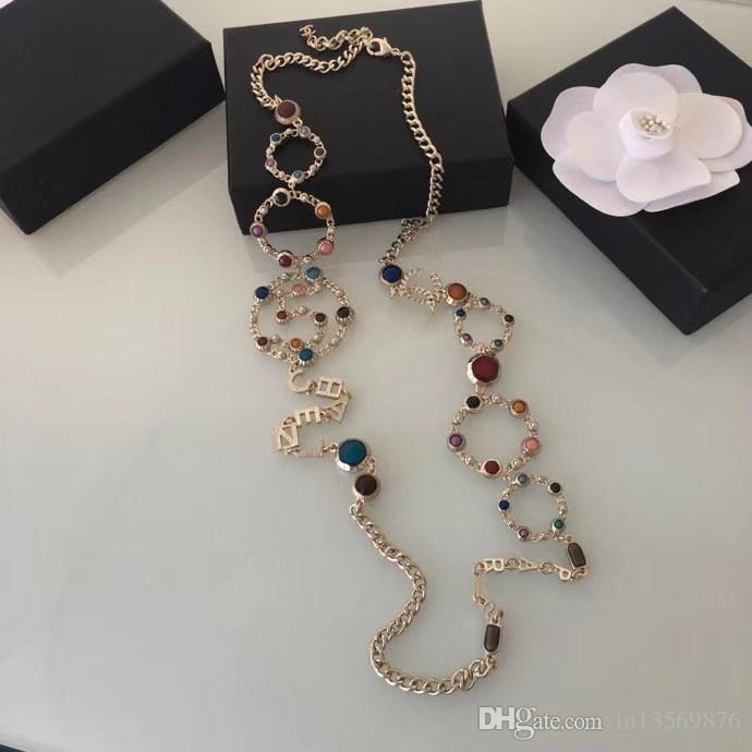 Nuevo con caja de las mujeres de las mujeres de lujo damas estampadas número 5 perlas huecas largas collares suéter cadenas envío libre 2colors