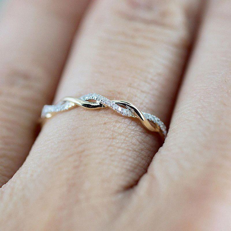 2019 Nueva Tiny creativas Twisted anillos con incrustaciones de micro-señoras de las mujeres Único de oro rosa de color Dropship Zircon partido de los anillos