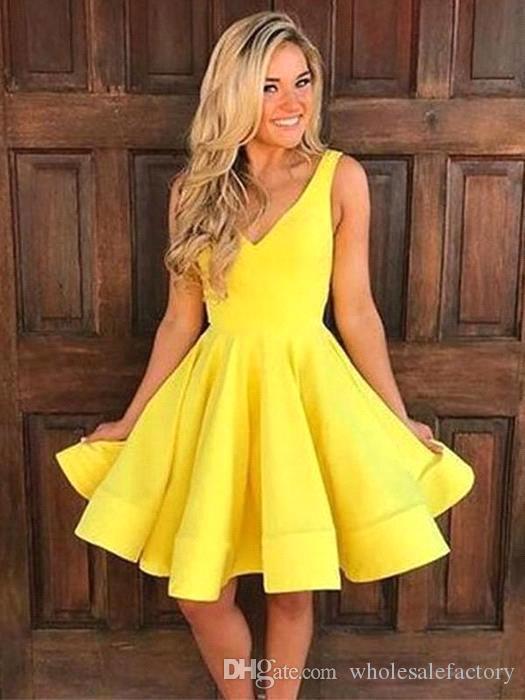 Amarelo V Neck Satin Uma Linha Homecoming Vestidos Ruched Na Altura Do Joelho Curto Prom Party Barato Cocktail Dresses BM0957