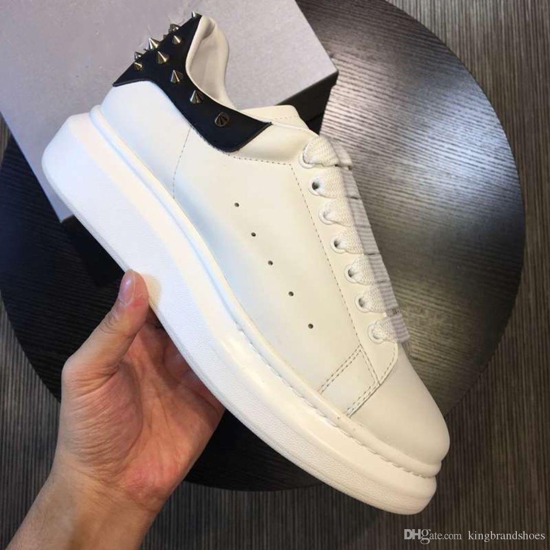 zapatos casuales más nuevos soles aumentar los zapatos gruesos de los hombres Altura del cuero genuino de la plataforma zapatilla de deporte negro blanco de nuevo con el remache