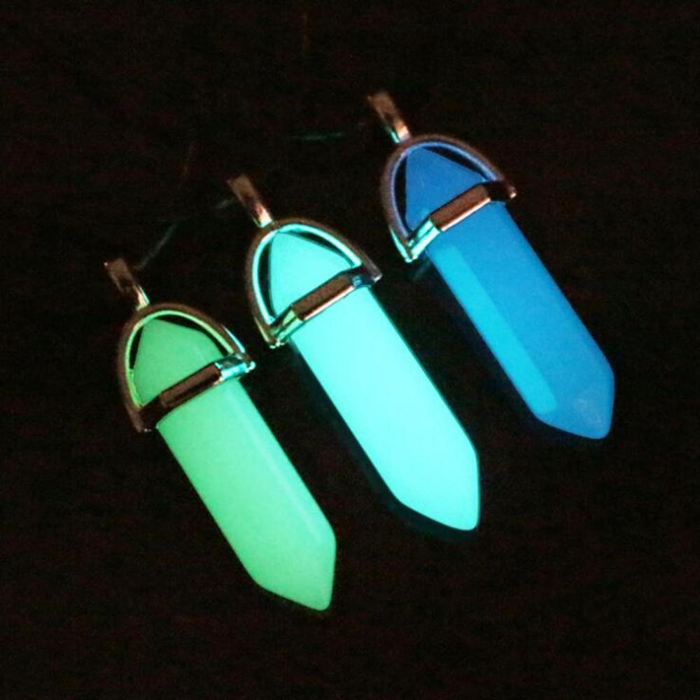 Темно Светящийся камень Fluorescent Колонка ожерелье природных кристаллов Светящиеся в кожаный ожерелье Темный камень кулон