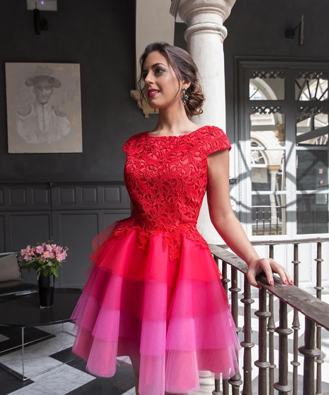 2019 Elegante Cocktail Dresses A-linha vermelha Cap Mini partido do laço de tule mangas curtas Plus Size Vestidos Homecoming