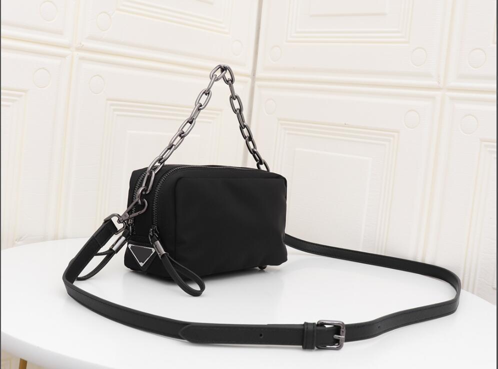 Caméra Sac à main en nylon classique de luxe Accessoires Tissu PR épaule Sac La plus haute qualité chaîne en métal Taille 20cm 13cm